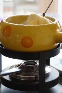 Typischer Käsefondue Topf